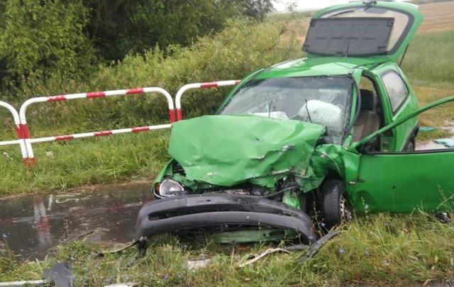Wypadek miał miejsce w poniedziałek na drodze pod Nową Wsią. Czołowo zderzyły się opel i volkswagen. - Cztery osoby zostały ranne, w tym kilkuletnie dziecko - mówi Rafał Wypych z leszczyńskiej straży pożarnej. Kolejne zdjęcie -->