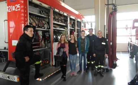 Uczniowie Zespołu Szkół Zawodowych w Skalbmierzu odwiedzili podczas Dnia Przedsiębiorczości 2019 także Komendę Powiatową Państwowej Straży Pożarnej w Kazimierzy Wielkiej.