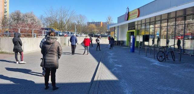 Koronawirus w Polsce. Do której otwarte sklepy?