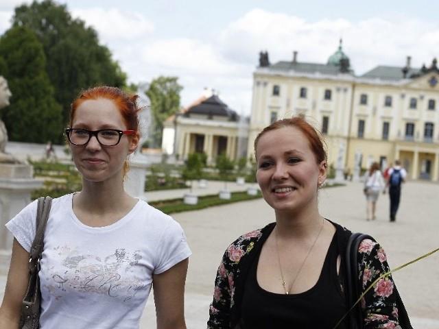 Ewa Grochowska (od lewej) i Sara Jurgilewicz uważają, że Ogród Branickich po zmianie oblicza jest bardzo ładny. – Największe wrażenie robią rzeźby i fontanny. To idealne miejsce na romantyczne spacery – uważa Sara Jurgilewicz.