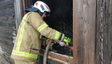 Pożar drewnianego domu w miejscowości Zabawka gasiło pięć zastępów (zdjęcia)