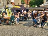 Zlot Food Trucków w Golubiu-Dobrzyniu - letnie ogródki na rynku są pełne. Zobacz zdjęcia z soboty 15 maja