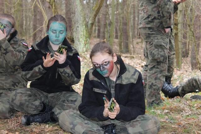 Stacjonująca w Międzyrzeczu i Wędrzynie 17. Wielkopolską Brygadą Zmechanizowaną współpracuje m.in. ze stowarzyszeniem proobronnym Pionier z Gubina. W ramach tego porozumienia żołnierze 7. batalionu Strzelców Konnych Wielkopolskich przez pięć dni uczyli młodzież wojskowego abecadła.