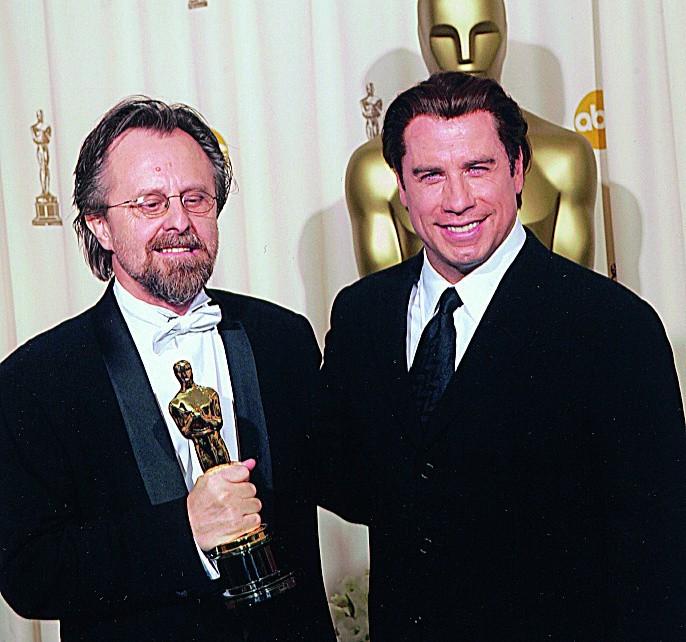 Jan A.P. Kaczmarek odebrał statuetkę Oscara z rąk Johna...