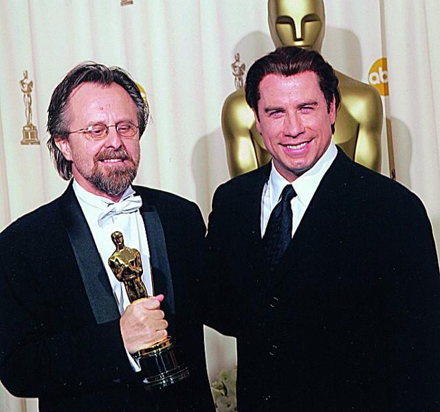 Jan A.P. Kaczmarek odebrał statuetkę Oscara z rąk Johna Travolty