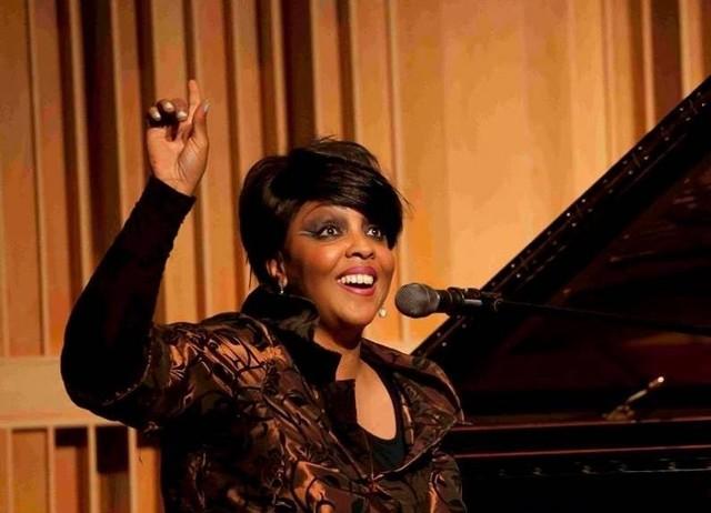 Amerykańska wokalistka, Karen Edwards będzie jedną z gwiazd tegorocznych Zaduszek Jazzowych w Pińczowie.