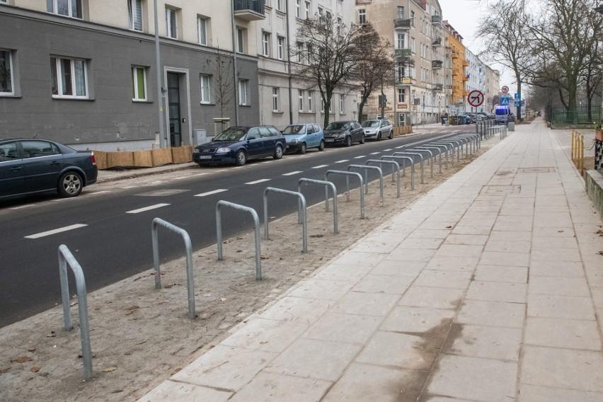 Wraz z budową nowej nawierzchni jezdni i chodników na ulicy...
