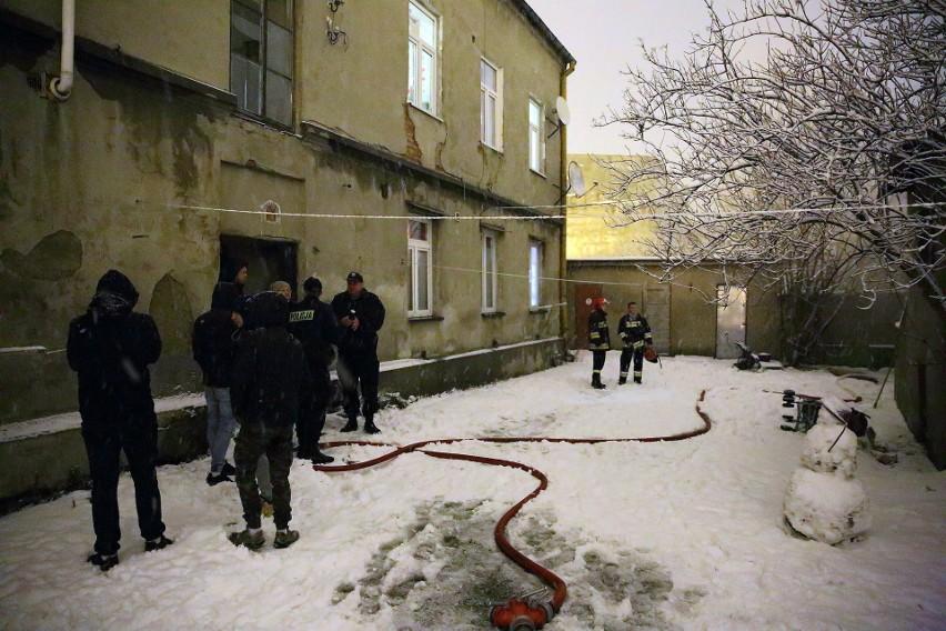 Tragiczny pożar na Garncarskiej w Piotrkowie Trybunalskim. Nie żyją dwie osoby