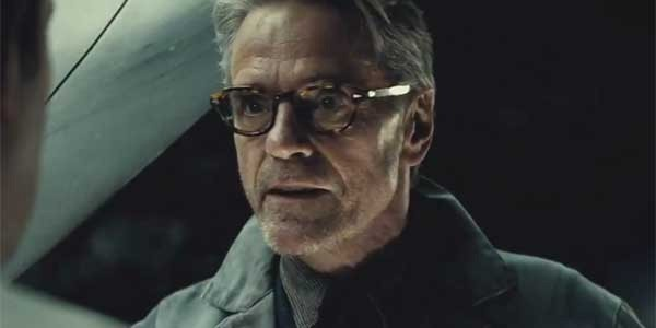 """Jeremy Irons w roli Alfreda w """"Batman v Superman"""""""