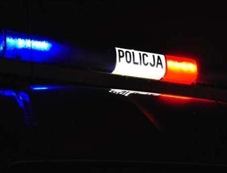 Bus uderzył w drzewo w Jezierzycach. Utrudnienia w ruchu.
