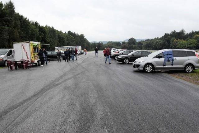Sporo ciekawych samochodów oferowano na giełdzie w Miedzianej Górze koło Kielc w niedzielę 19 września. Rozpiętość cenowa ofert była spora, każdy mógł znaleźć auto idealne dla siebie.Zobacz więcej na kolejnych slajdach>>>>