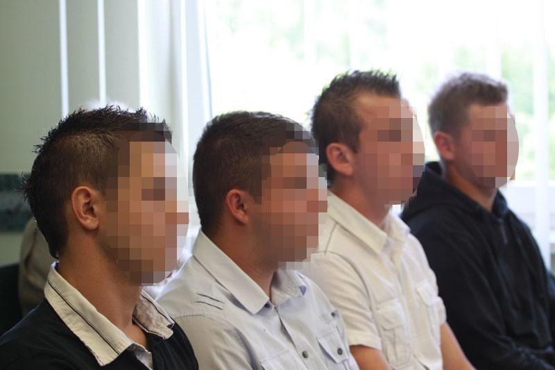 Tomasz S. (pierwszy z lewej) - to on zlecił pobicie.