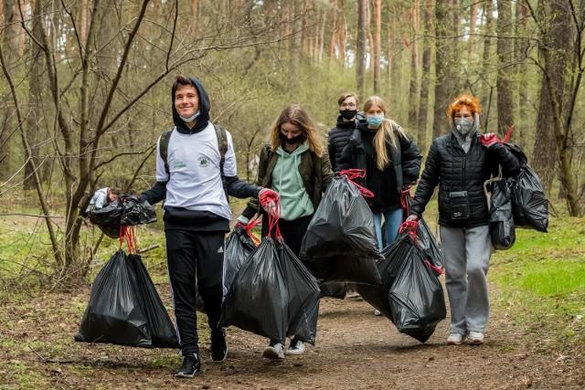W Bydgoszczy stanowiska na zebrane przez mieszkańców śmieci wyznaczono w parku na Wzgórzu Wolności, w parku nad Kanałem Bydgoskim oraz w lesie na Glinkach.