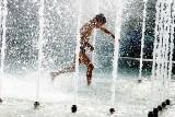 Znów mamy upały. Przypominamy, by nie chłodzić się w fontannach. To niebezpieczne