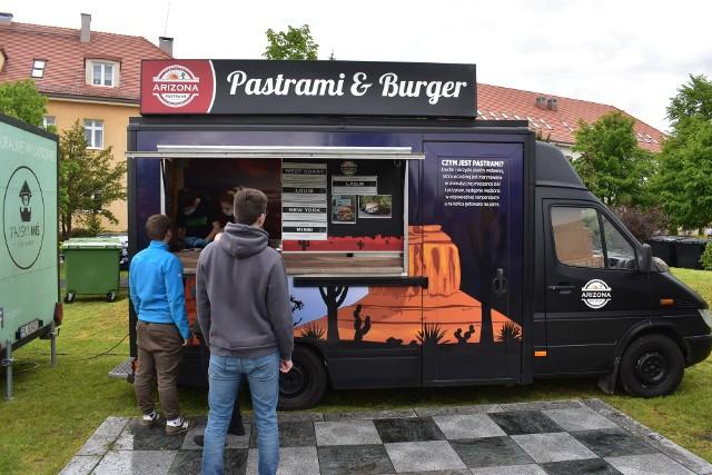 Food Trucki będą stały na pl. Unii Europejskiej w Krośnie Odrzańskim przez trzy dni, do 30 maja.