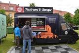 Food Trucki zaparkowały w Krośnie Odrzańskim. Ruszył kolejny Festiwal Smaków Świata. Pyszne jedzenie na pl. Unii Europejskiej