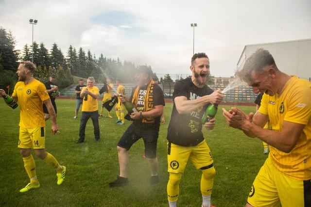 Piłkarze Sokoła Kamień mieli powody do świętowania