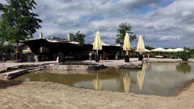 Na sulejowskiej Polance znów można wypić kawę, zjeść obiad albo deser z widokiem na rzekę Pilicę. Oferta gastronomiczna, planowane tu wydarzenia, i atrakcje mają uczynić Stację Polana wyjątkowym miejscem z ofertą dla osób szukających relaksu i odpoczynku. ZOBACZ ZDJĘCIA
