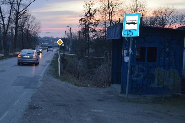Przystanek w Stogniowicach przy drodze z Proszowic do Koszyc