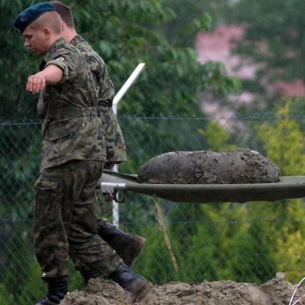 Bomby znalezione przy ul. Sikorskiego w Rzeszowie, saperzy przetransportowali na poligon w Nowej Dębie