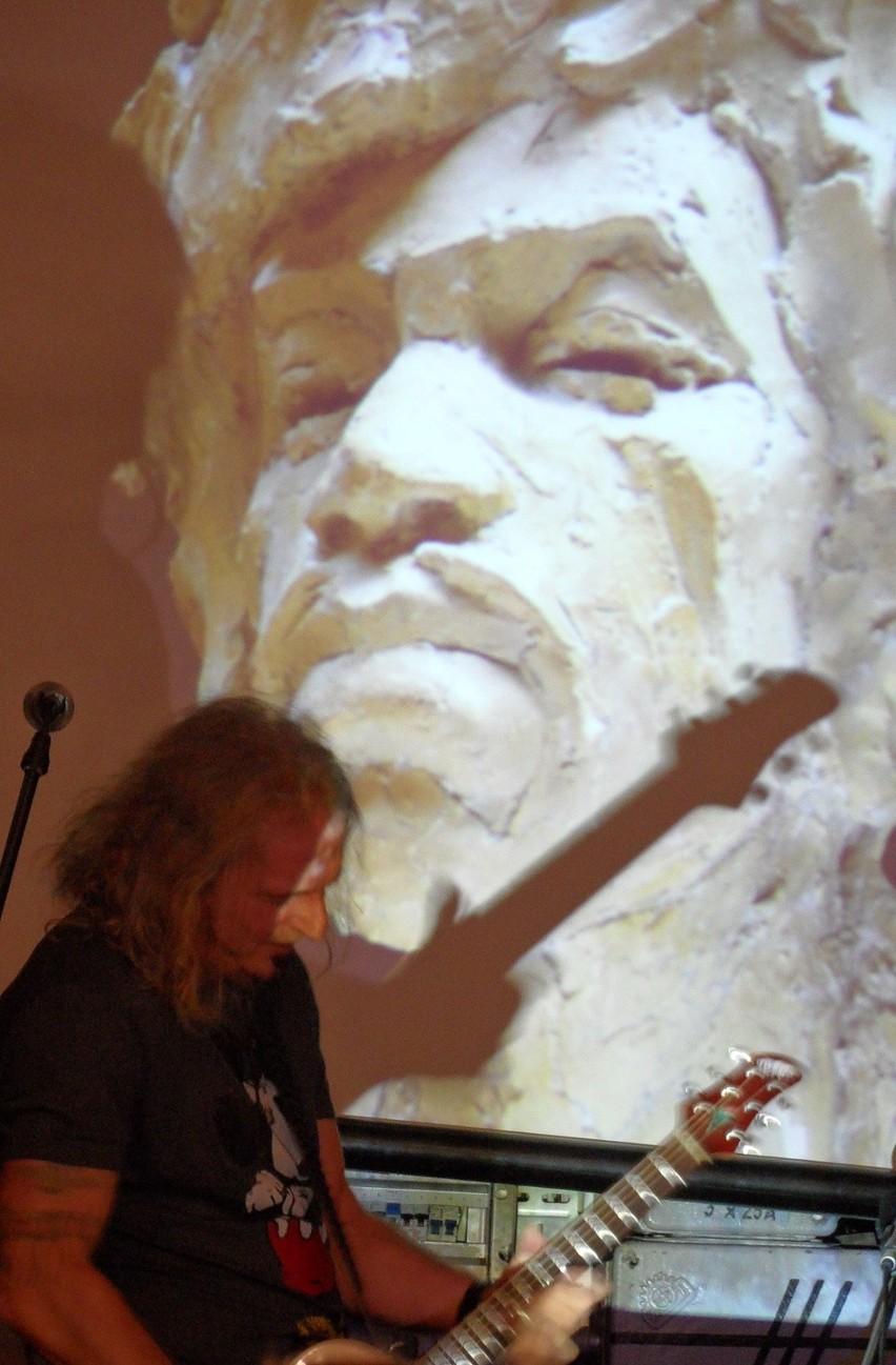 Galeria rzeźb Tomasza Wenklara w sali Tichauer w Browarze Obywatelskim w Tychach