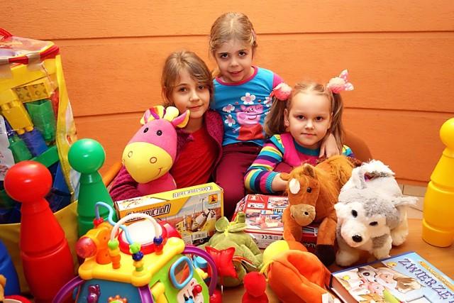 8-letnia Patrycja, 4-letnia Paulina i 5-letnia Nadia wspomogły podopiecznych PCK w Łodzi