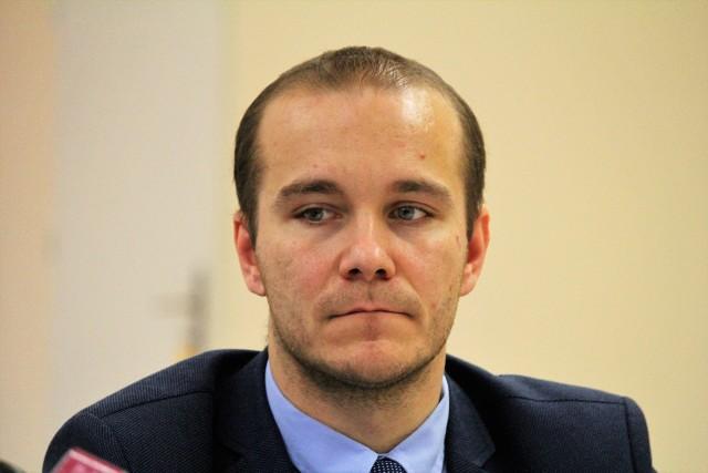 Maciej Kamiński, radny PiS z Przemyśla, mówi, że wie, że powielane są nieprawdziwe pogłoski na jego temat. Zapowiada kroki prawne.