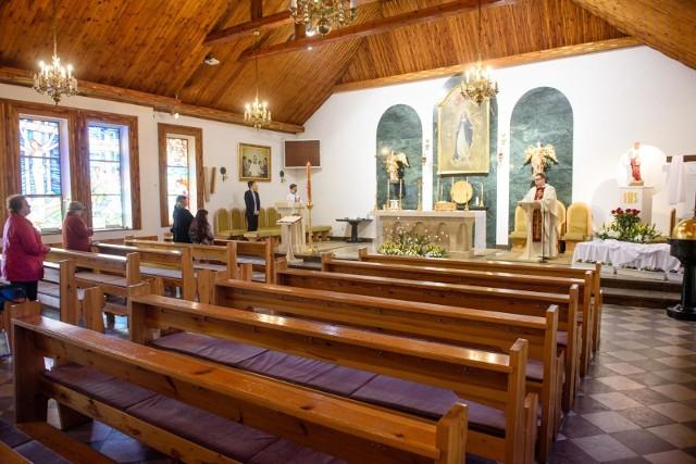 Brak jasnego systemu finansowania Kościoła w Polsce właśnie dotkliwie uderza w parafie. Nie ma wiernych na mszach - nie ma ofiar. Nie ma ślubów i chrzcin - nie ma pieniędzy.