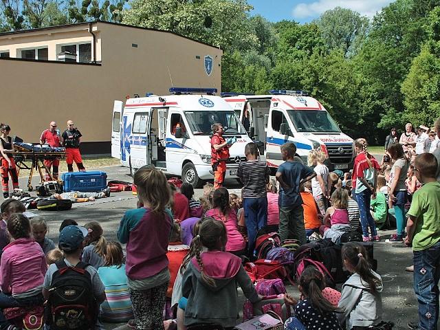 Alarm bombowy w grudziądzkiej SP nr. 4Służby medyczne przeprowadziły szkolenie udzielania pierwszej pomocvy