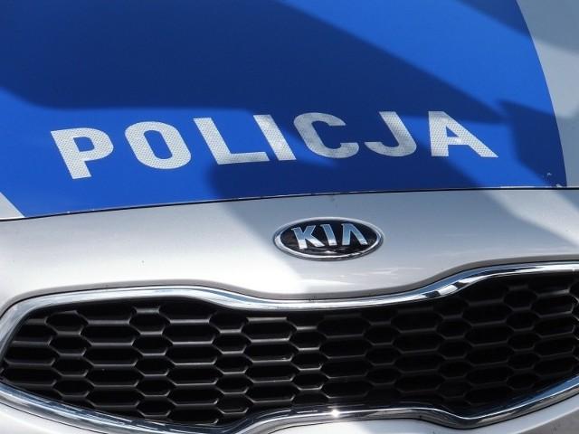 Policjanci zatrzymali kierującej prawo jazdy, a dzieci bezpiecznie trafiły pod opiekę rodziny.