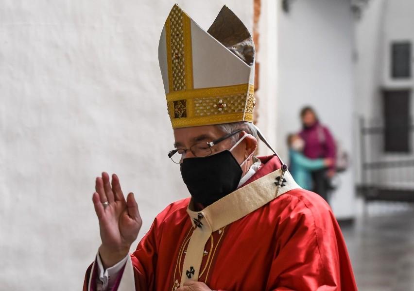 26.04.2020 Gdańsk. Katedra oliwska - msza święta w 12....