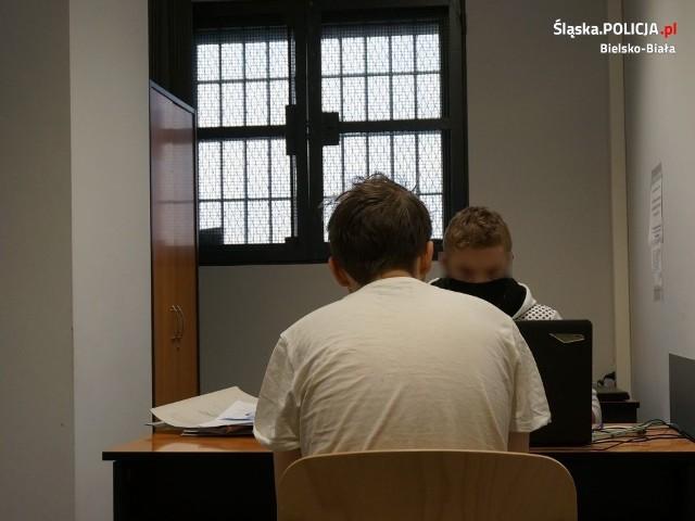23 latek był poszukiwany w związku z 10 sprawami. Ciążył na nim wyrok pozbawienia wolności.Zobacz kolejne zdjęcia. Przesuwaj zdjęcia w prawo - naciśnij strzałkę lub przycisk NASTĘPNE