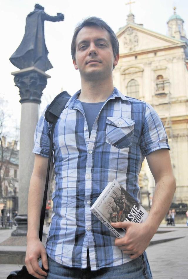 Michael Morys-Twarowski ze swoją książką