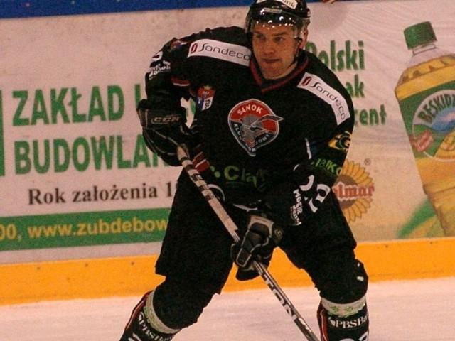 Bogusław Rąpała od kilku sezonów jest w czołowce zawodników ligi, którzy najwięcej minut spędzają na ławce kar.