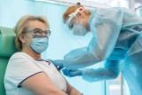 Jak zachęcić do szczepień – kijem czy marchewką? Podlasianie o obowiązku szczepień