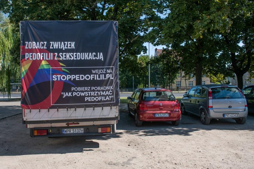 W Poznaniu taki samochód już raz napotkał na poważne...
