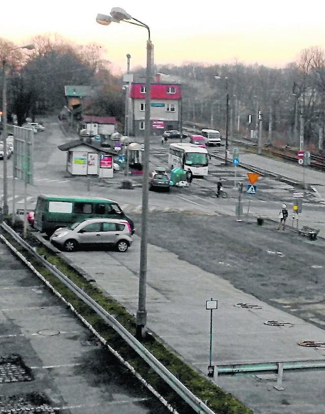 W Cieszynie nie ma dworca autobusowego. Plac przy ul. Hajduka to trwające od miesięcy rozwiązanie tymczasowe.
