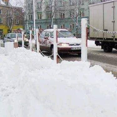 Tak było w ubiegłym roku na ulicach Białegostoku. Zima nie była co prawda sroga, ale zdarzały się dni, kiedy solidnie padało. Tak też ma być teraz
