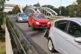 Wypadek przy mostach Jagiellońskich. Korki w stronę centrum (ZDJĘCIA)