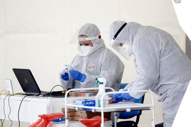 Od 14 listopada potwierdzono koronawirusa u prawie 800 mieszkańców powiatu wielickiego. Takiej lawiny zakażeń nie było w tym rejonie nigdy wcześniej