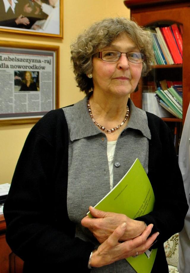 Alicja Barton autorka ponad 300 wierszy, piosenek i bajek. Odwiedza szpitale i czyta je dzieciom, które jeszcze się nie narodziły