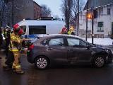 Wypadek na skrzyżowaniu Kościuszki i Wólczańskiej. Uszkodzony jaguar, jedna osoba przewieziona do szpitala ZDJĘCIA