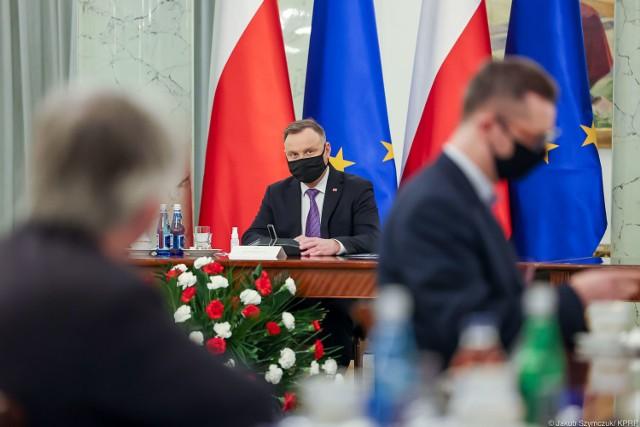 """Prezydent Andrzej Duda na początku spotkania ocenił, że """"od strony gospodarczej sytuacja w Polsce nie wygląda źle""""."""