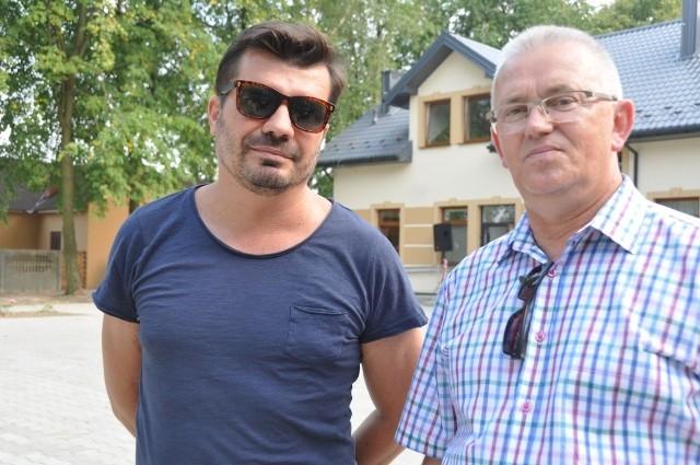 Wiceburmistrz Krzysztof Jasiński z aktorem Bogdanem Brzyskim, który wystąpi podczas sobotniej uroczystości.