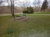 Myślenice. Chuligani w parku. Połamali nowo nasadzone drzewa i powywracali kosze na śmieci