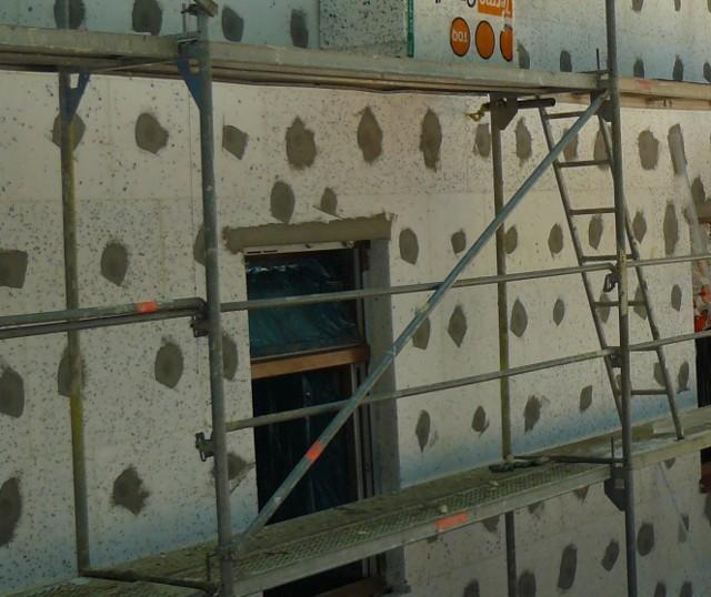 Zastosowanie styropianu fasadowegoZastosowanie styropianu fasadowego z grafitem do ocieplenie domu energooszczędnego.