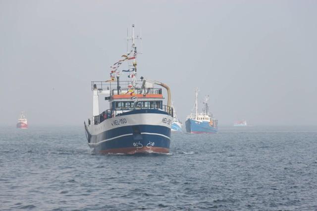 Protest rybaków. We wtorek 51 kutrów wypłynęło z portu w Helu, sprzeciwiając się rządowym zmianom warunków wykonywania rybołówstwa