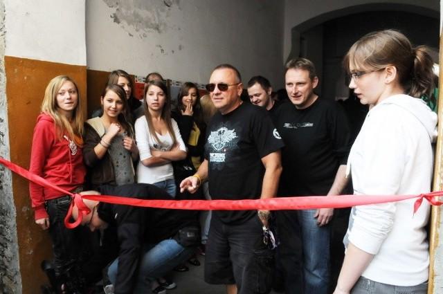 Jurek Owsiak odwiedził wczoraj wolontariuszy z Fabryki Aktywności Młodych i uroczyście otworzył ich Aleję Gwiazd