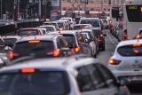 60 Sekund Biznesu: Teoretycznie bez prawa jazdy moglibyśmy już jeździć, a praktycznie poczekamy do 1 stycznia