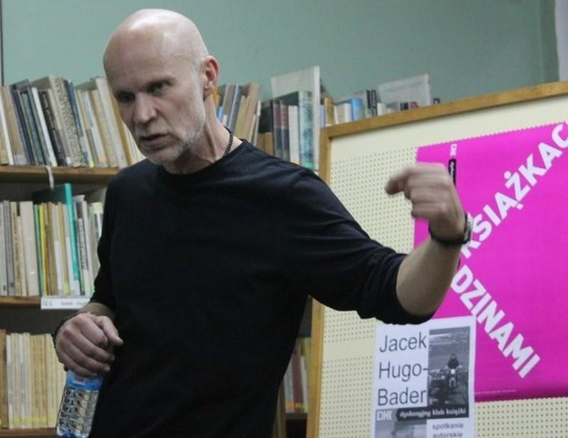 Jacek Hugo-Bader w bibliotece w Oleśnie